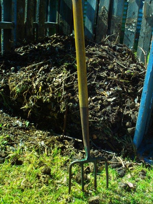 Emi - Hot compost making